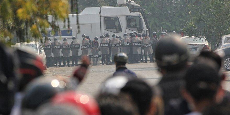 Myanmar'da güvenlik güçlerinin göstericilere müdahalesinde ölenlerin sayısı 33'e yükseldi