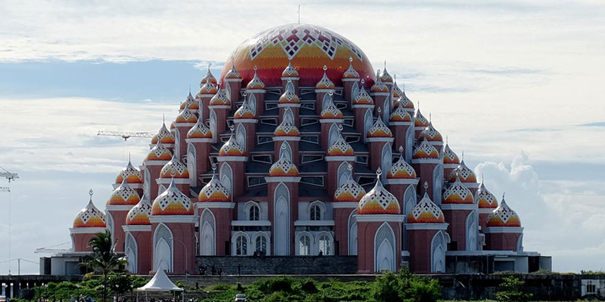 Endonezya'da 99 Kubbeli Cami