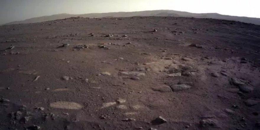 NASA Mars'tan yeni fotoğraflar paylaştı