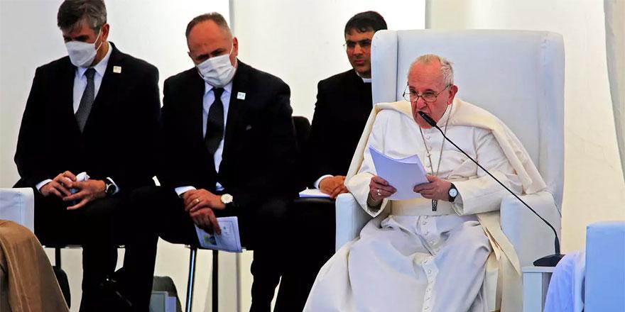 Papa: Terör ve şiddet, dinden kaynaklanmıyor