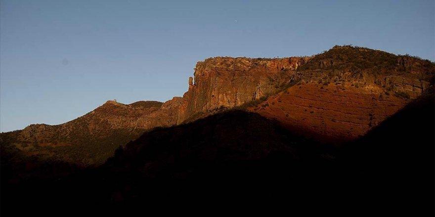 Sarp dağların arasındaki Pülümür Vadisi doğasıyla ziyaretçilerini cezbediyor