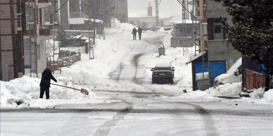 Kars'ta kar yağışı nedeniyle eğitime 1 gün ara verildi