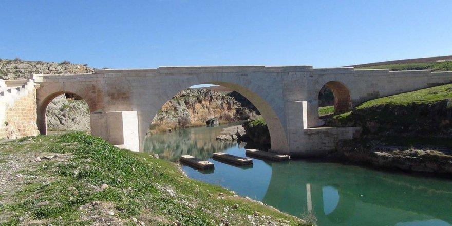 Tarihi Kızılin Köprüsü ziyaretçilerini bekliyor