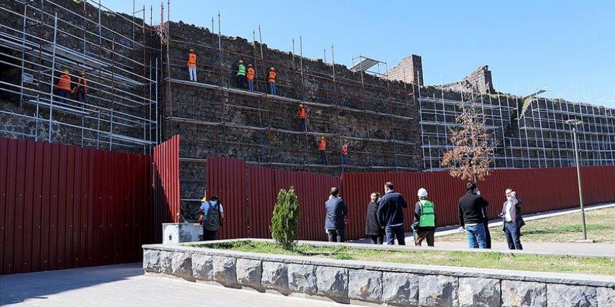 Diyarbakır Surları'ndaki 13 burçta daha restorasyon çalışması başlatıldı