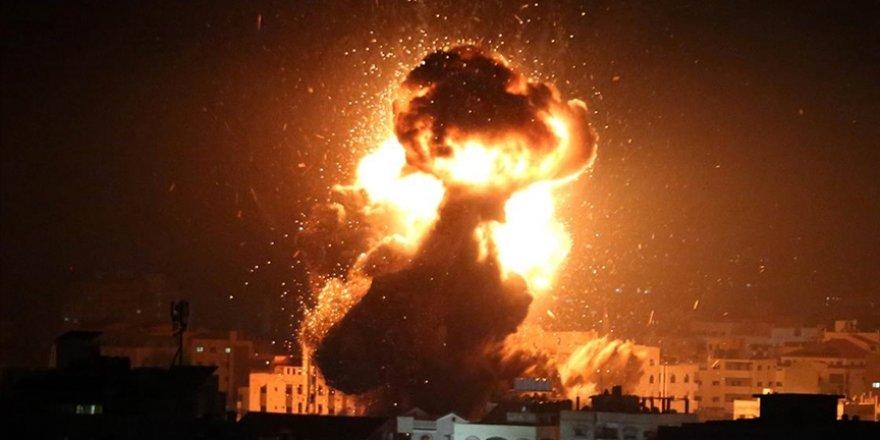 İsrail savaş uçaklarıyla Gazze'yi vurdu
