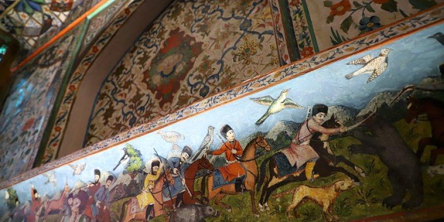 Azerbaycan'ın Dünya Kültür Mirası Listesi'ndeki Şeki Han Sarayı turist akınına uğruyor