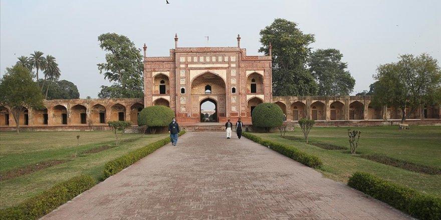 Pakistan'da yaklaşık 400 yıldır ayakta duran anıt: Cihangir Şah Türbesi