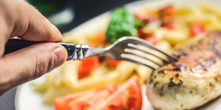 Ramazanın sonlanmasıyla tüketilecek yiyeceklerin miktarı aniden artırılmamalı