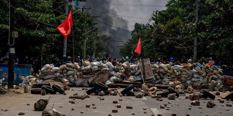 Myanmar'da güvenlik güçlerinin silahlı müdahalesi sonucu ölen sivillerin sayısı 706'ya çıktı