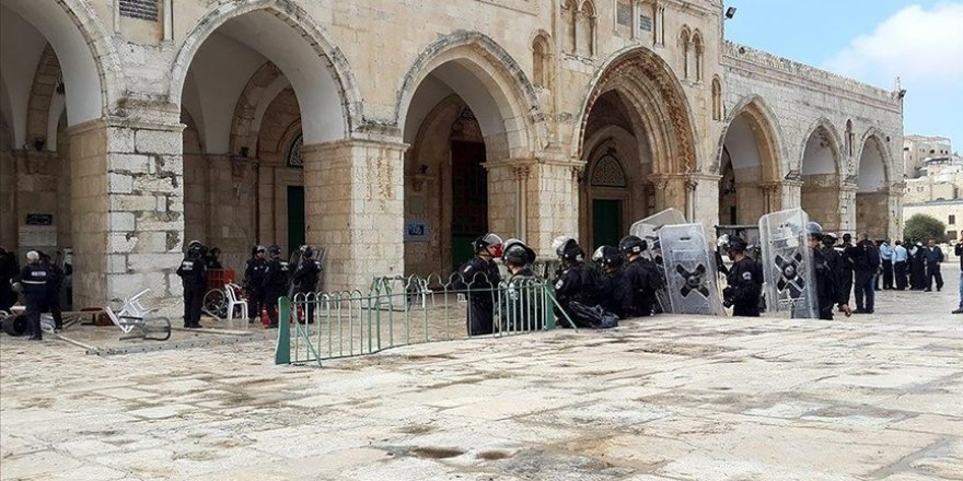 İsrail bu ramazan da Batı Şeria'daki Filistinlilerin Mescid-i Aksa'ya gitmesine sınırlama getirdi
