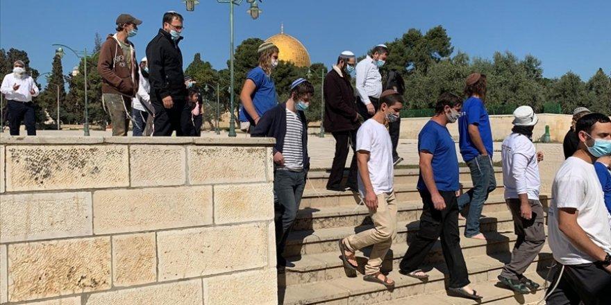 Fanatik Yahudilerin Mescid-i Aksa'ya baskınları ramazanın ilk gününde de devam etti