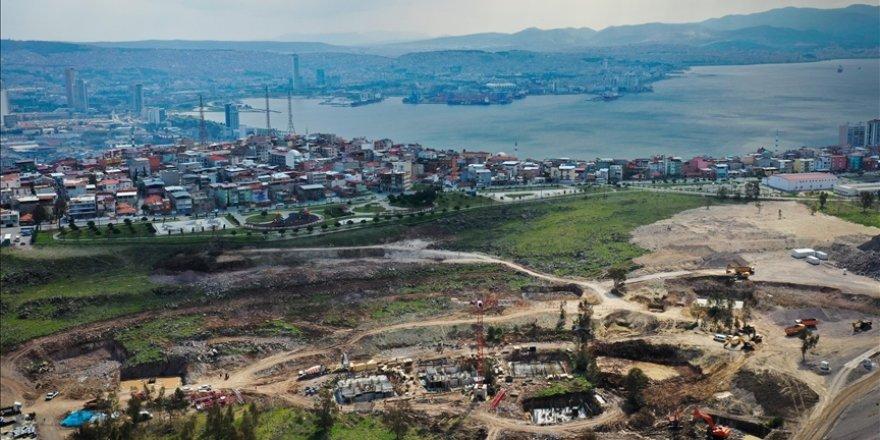 İzmir'de TOKİ tarafından depremzedeler için yapılan konutlar yükselmeye başladı