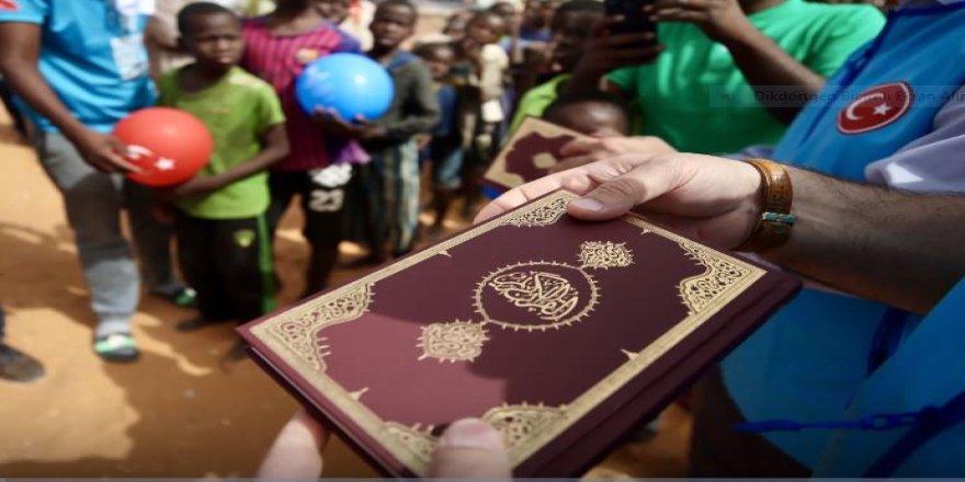 TDV Kur'an ayı ramazanda 36 ülkede 90 bin Kur'an-ı Kerim hediye edecek