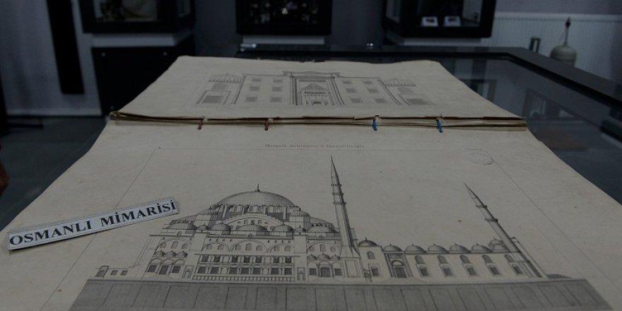 Erzurum'un asırlık lisesindeki müze eserleriyle tarihe ışık tutuyor
