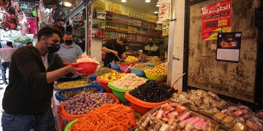 Gazze, ramazana İsrail ablukasının yol açtığı ekonomik sorunlar ve pandemi gölgesinde hazırlanıyor