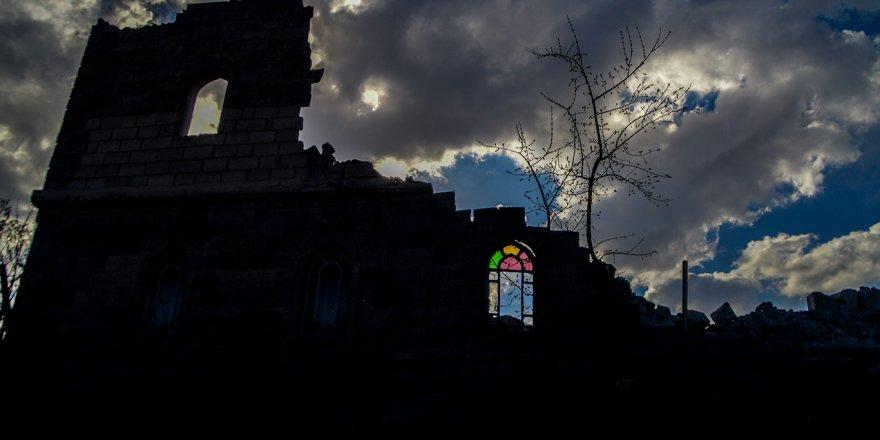 Ağrı'nın en eski yapısı Merkez Camii yıkıldı