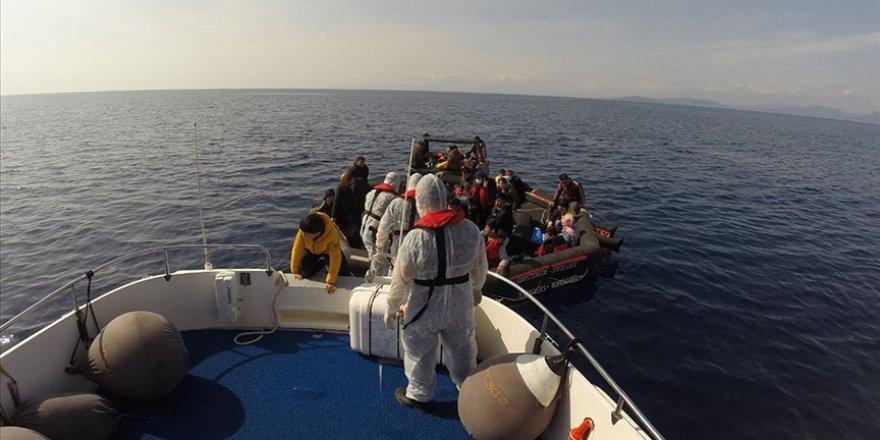 İzmir ve Çanakkale açıklarında Türk kara sularına itilen 113 sığınmacı kurtarıldı
