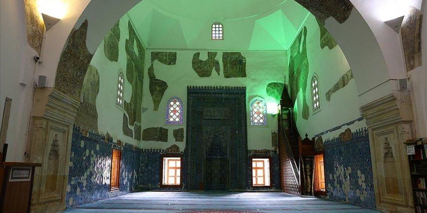 Türk çini sanatının eşsiz örneklerini sunan bir başyapıt: Muradiye Camisi