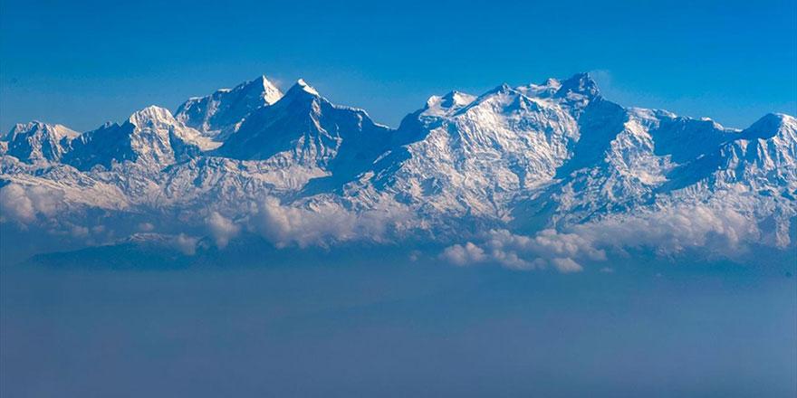 Dünyanın en yüksek dağları Himalayalar uçaktan böyle göründü