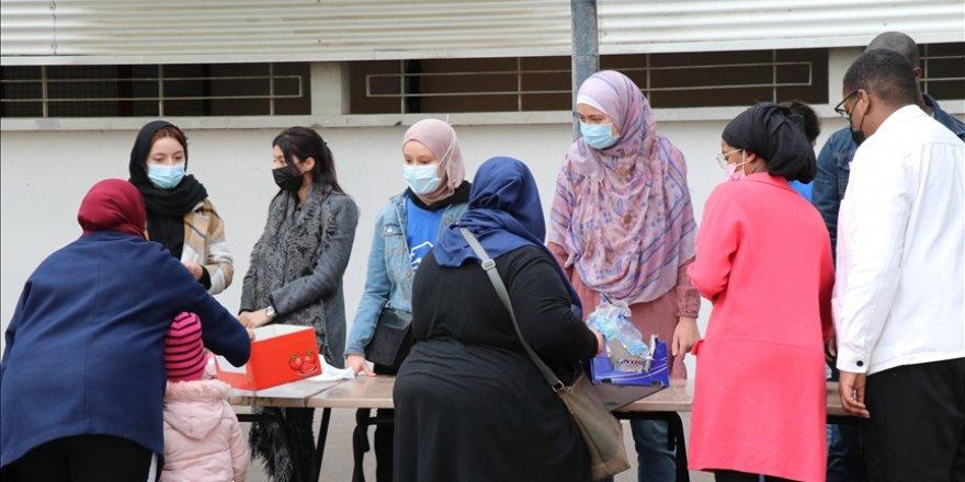 Fransa'da Müslüman öğrenciler ramazanın bereketini arkadaşlarıyla paylaşıyor