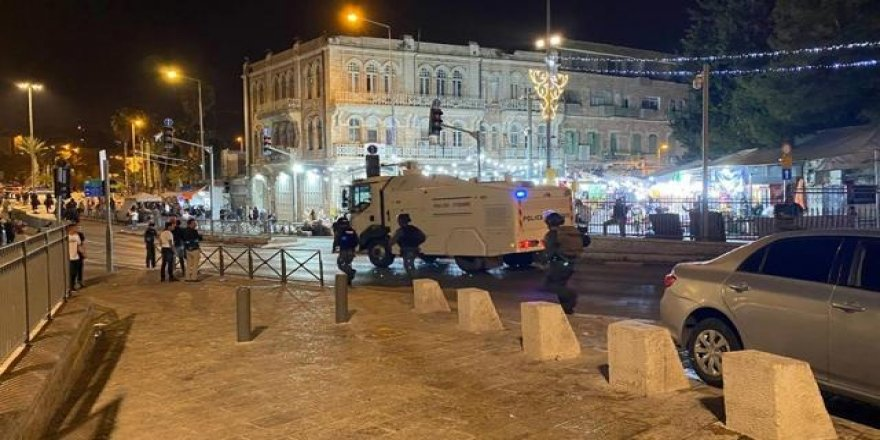 İsrail Polisi Filistinlilerin üzerine TOMA'lardan fosseptik suyu sıktı