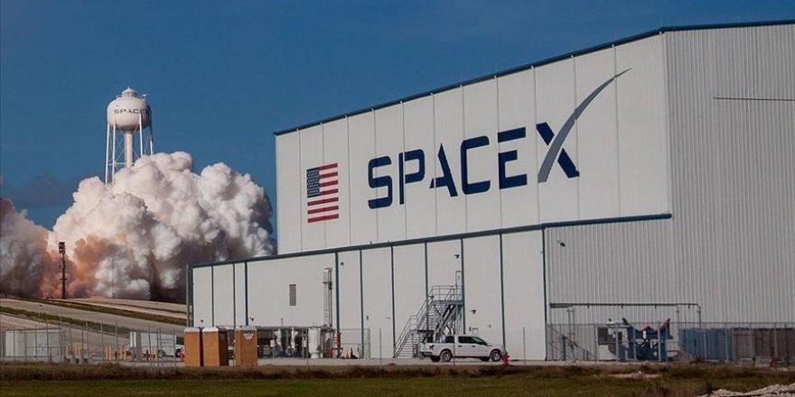 SpaceX, 52 Starlink uydusu ve iki müşteri uydusunu yörüngeye fırlattı