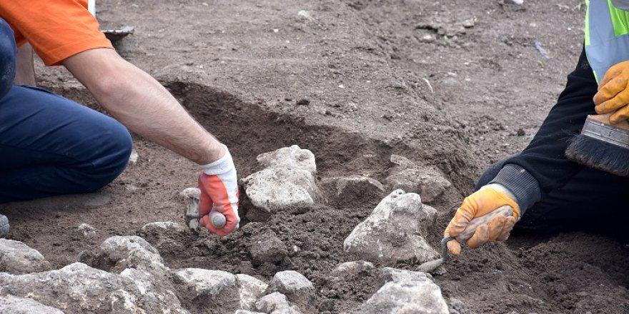 Bilecik'te boş arsada yapılan kazılarda 9 bin yıl öncesine ait yaşam alanları gün yüzüne çıkarıldı