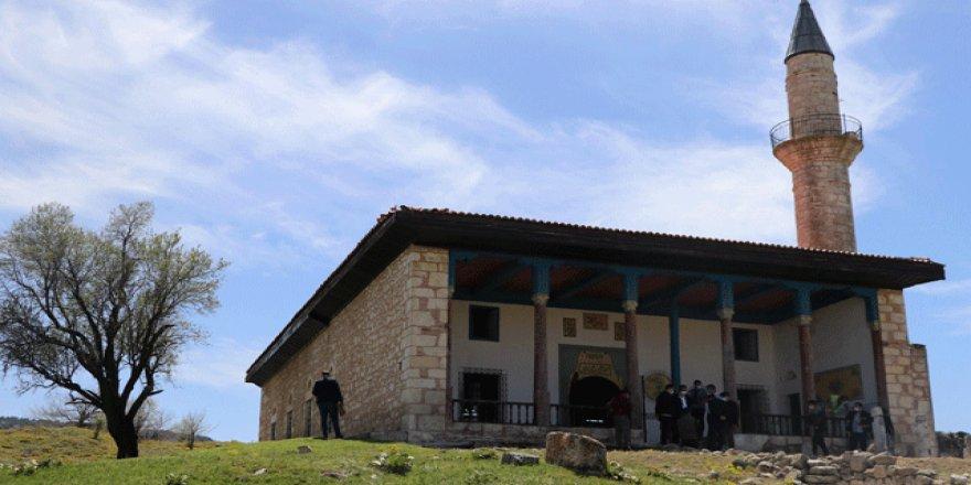 Restorasyonu yapılan 6 asırlık camide cuma namazları kılınacak