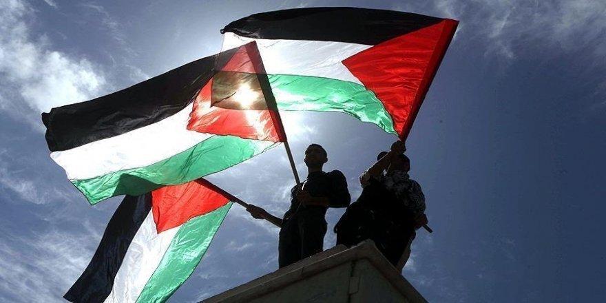 Filistin'de 15 seçim listesi, seçimlerin ertelenmesine karşı çıkıyor