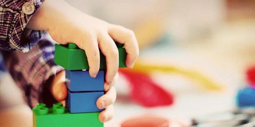 Çocuklar oyuncak yerine neden evdeki eşyalarla oynar?