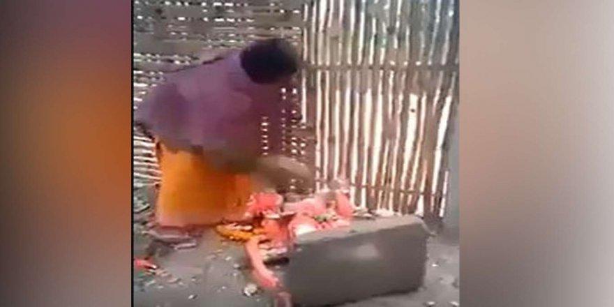 Hindistanlılar kendilerini koruyamayan putları kırmaya başladı