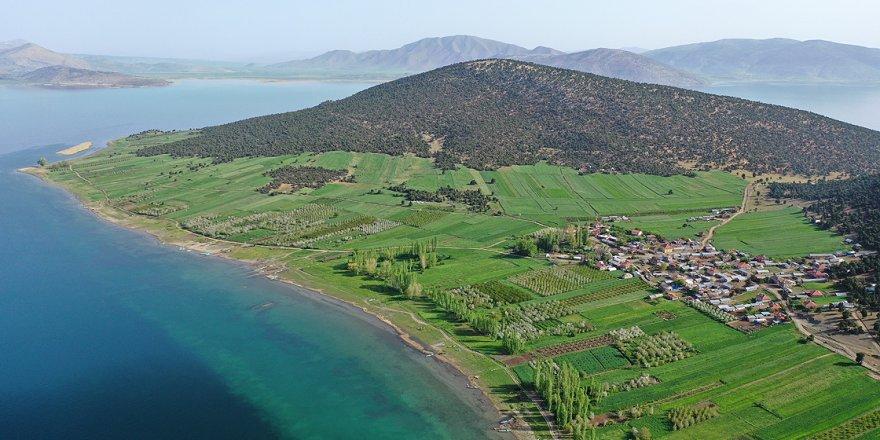 Gölün ortasındaki Mada'nın Yörük sakinleri Kovid-19'dan uzak izole yaşıyor