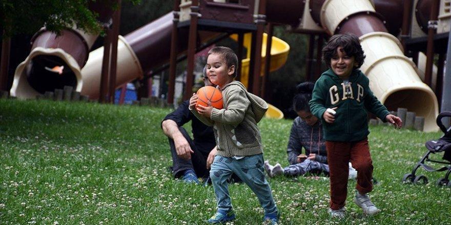 Türkiye'de ortalama hanehalkı büyüklüğü 4'ten 3,3 kişiye düştü