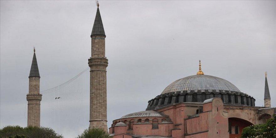 Ayasofya-i Kebir Camisi'ne Kelime-i Tevhid yazılı mahya asıldı