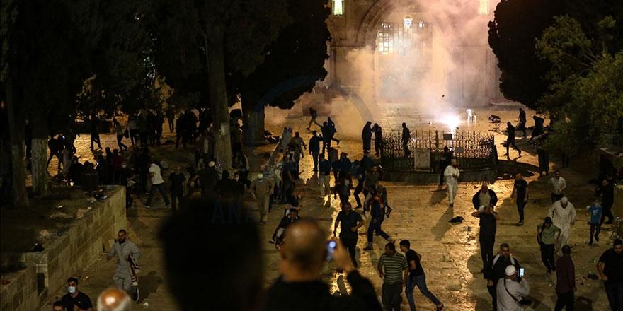 Terör devleti İsrail, yine namaz kılanlara saldırdı