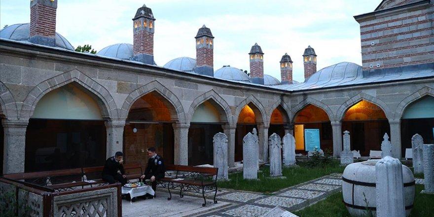 On bir ayın sultanı ramazanın son iftarı Edirne'de yapıldı
