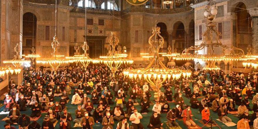 Elhamdülillah! Ayasofya'da 87 yıl sonra Ramazan Bayramı namazı kılındı