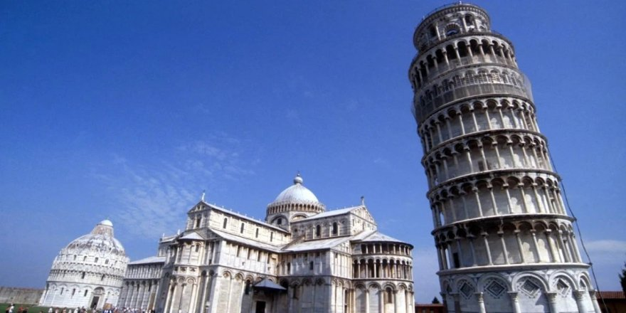 Galileo'nun doğruluğu asırlar sonra Ay'da kanıtlanan Pisa Kulesi deneyi