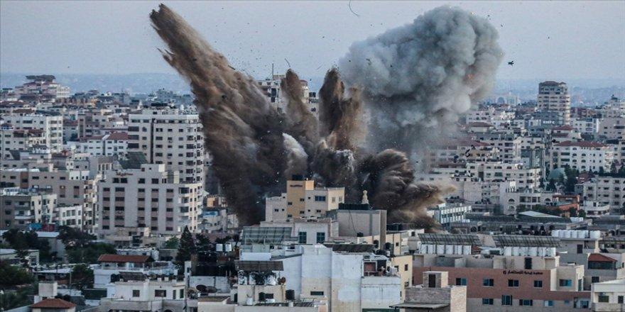 İsrail savaş uçakları ve topçu birlikleri ile Gazze'ye yeni bir saldırı başlattı