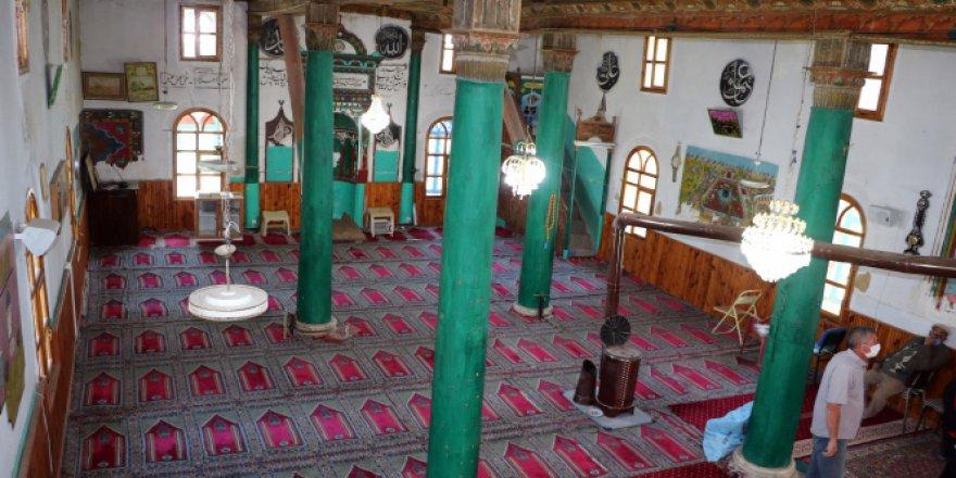 248 yıllık tarihi cami restore edilmeyi bekliyor