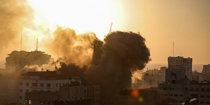 İsrail Gazze'nin çeşitli noktalarına yoğun saldırılar düzenledi