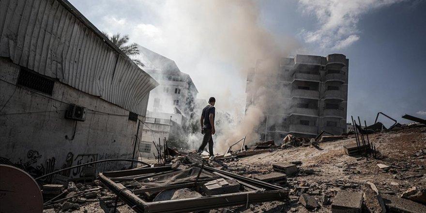 İşgalci İsrail 40 cadde ve kavşağı kullanılamaz hale getirdi