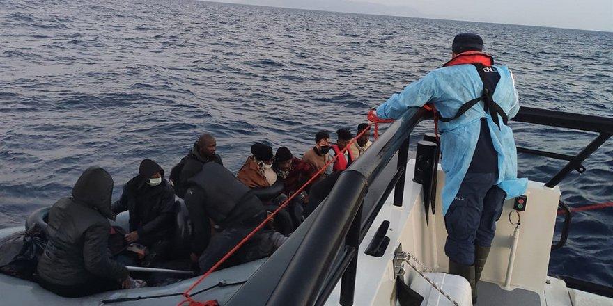 Türk kara sularına itilen 211 sığınmacı kurtarıldı