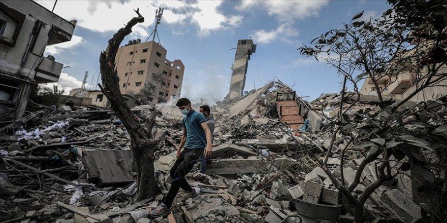 İsrail'in saldırısı sonucu Gazze Şeridi'ndeki 6 katlı bina yıkıldı