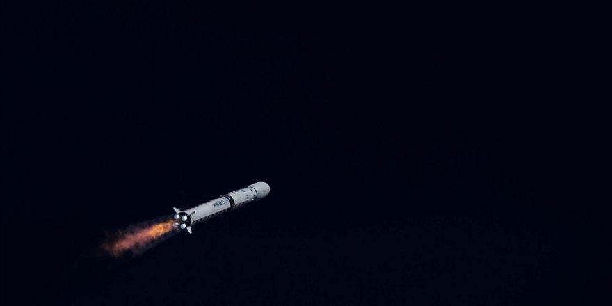Çin'in uzay aracı Zhurong, Mars'tan ilk fotoğrafları gönderdi