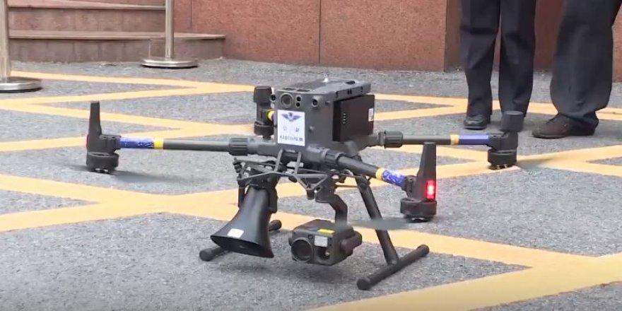 Çin trafiğinde konuşan dronlar görev başında