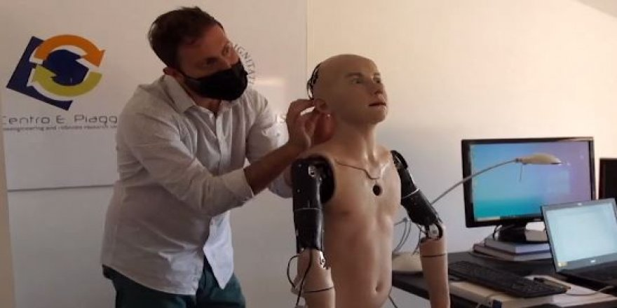 Bu robot insan gibi mimik yapabiliyor