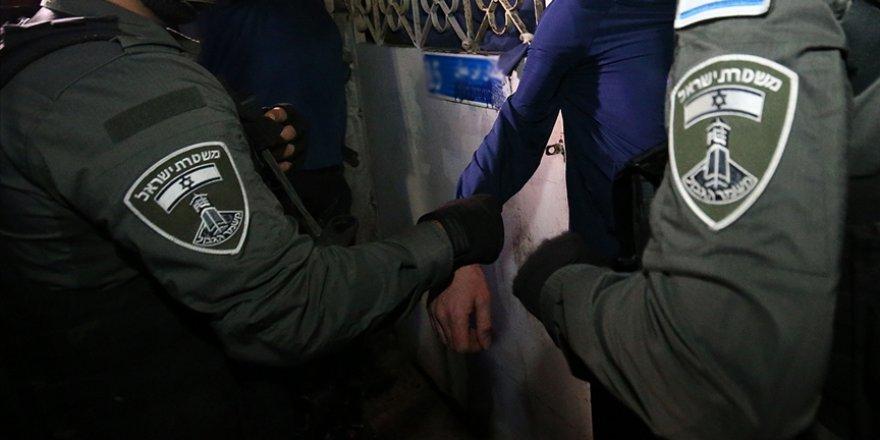 İşgalci İsrail, 10 yaşındaki 2 Filistinli çocuğu gözaltına aldı