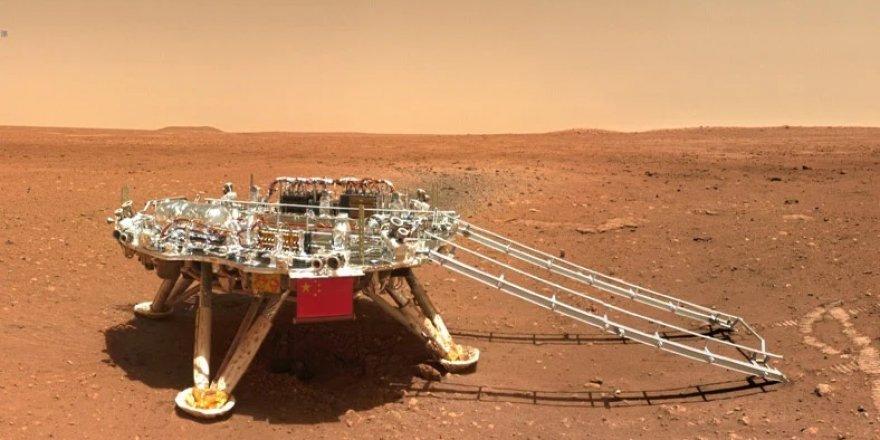 Çin'in keşif aracı Zhurong, Mars'tan göz alıcı görüntüler gönderdi