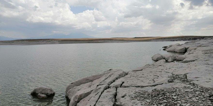 Mamasın Barajı yaz aylarındaki ihtişamını koruyor